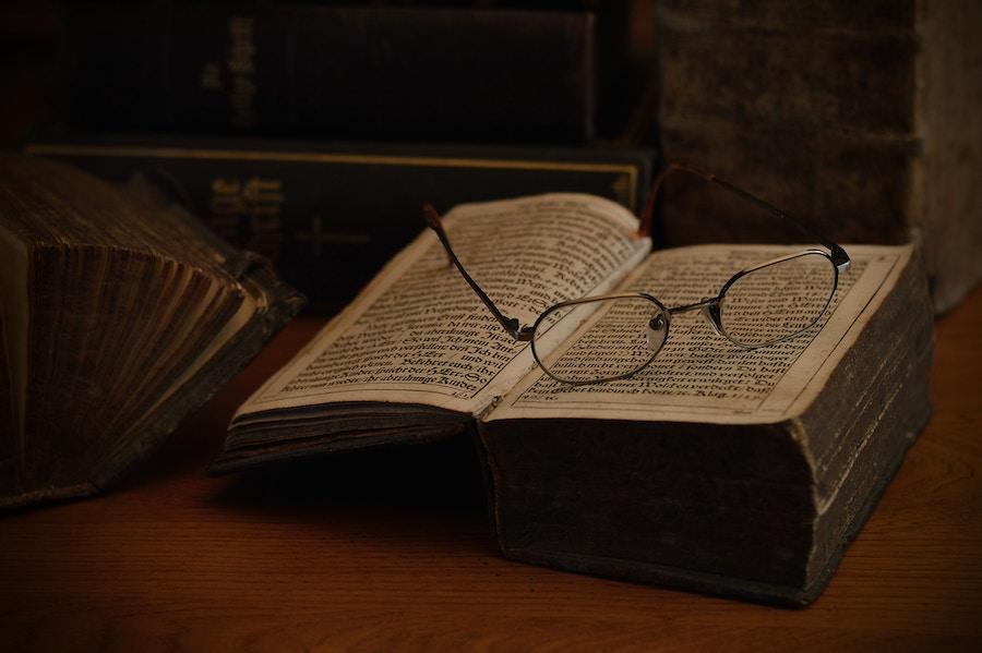 08 22 Old Books