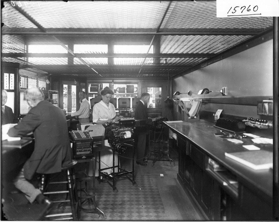 10 05 Bank Tellers Oxford 1916