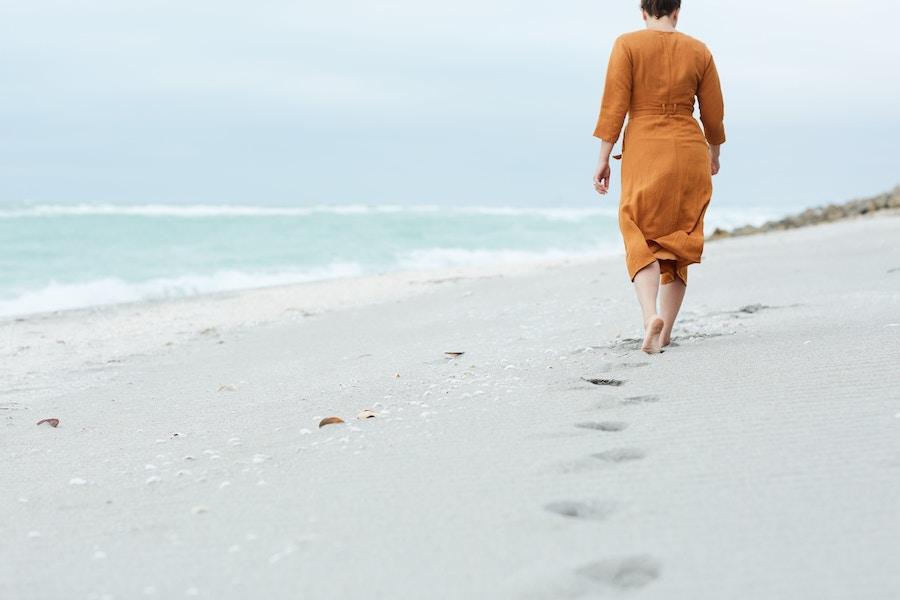 2018 09 19 Woman Walking Beach